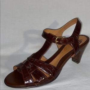 Sofft Heeled T Strap Sandals in Brown - Size 8 1/2